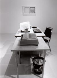 """Joseph Branco RÉCAPITULATION : PEINTURE DE GENRE DÉSASSEMBLÉE © Joseph Branco, exposition """"Récapitulation : peinture de genre désassemblée"""", Galerie B-312, 2001."""