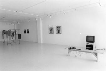 "Ana Rewakowicz HETEROSEXY © Exposition "" Heterosexy"", Galerie B-312, 2002."