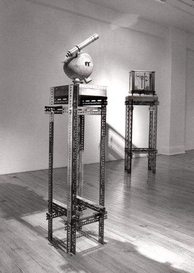 "Bernard Rousseau TAXINOMIA UNIVERSALIS, Machines, Fioles et Horloges © Bernard Rousseau, exposition ""Taxinomia Universalis, Machines, Fioles et Horlogues"", Galerie B-312, 1993."
