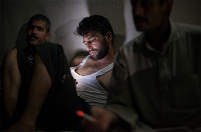 Liam Maloney TEXTING SYRIA — MESSAGES TEXTES POUR LA SYRIE © Liam Maloney—Le Mois de la Photo à Montréal—Galerie B-312